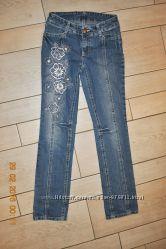 Стильные джинсы Gloria Jeans для девочки. Размер 146. Как новые
