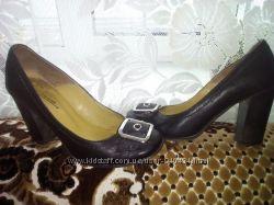 Шкіряні зручні туфлі в ідеальному стані