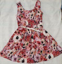 Яркое легкое платье