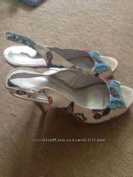 Продам босоножки на каблуке