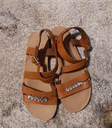Кожаные сандали mango р 34