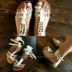 Босоножки сандали белые с заклепками 38р кожа