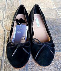 Стильные черные  замшевые натуральные туфельки - балетки Н&М Размер 21 см