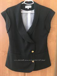 Жакет британский бренд Jovonna London черный прекрасная ткань на подкладке