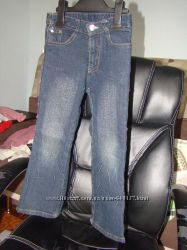 симпатичні джинси для дівчинки