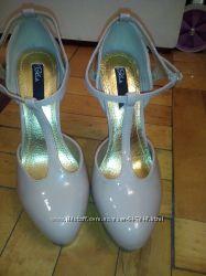 бежевіе туфли