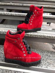 Стильные ботинки-сникерсы. Натуральная замша, кожа. Красный, рептилия