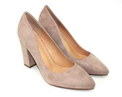 Красивые модельные туфли цвет пудры