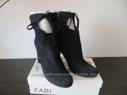 Ботинки замшевые на удобном, устойчивом каблуке