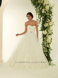 Шикарна весільна сукня чисто біла