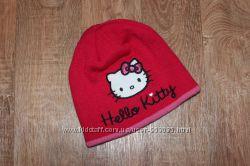 Яркая шапка Hello Kitty
