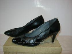 Туфли кожаные с лаковой отделкой, 37 размер