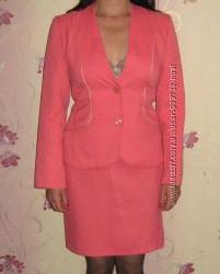Стильный женский костюм розового цвета р. 44