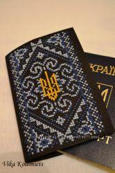 Вышитая обложка на паспорт Узор с трезубцем