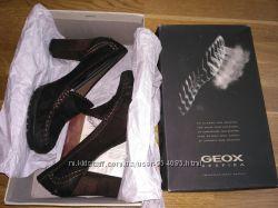 Новые туфли лоферы Geox на каблуке, р. 37, нубук