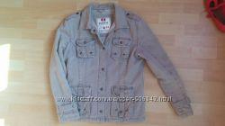 Удобная куртка грязно-бежевого цвета