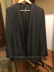 Длинный красивый пиджак черного цвета с серым отливом