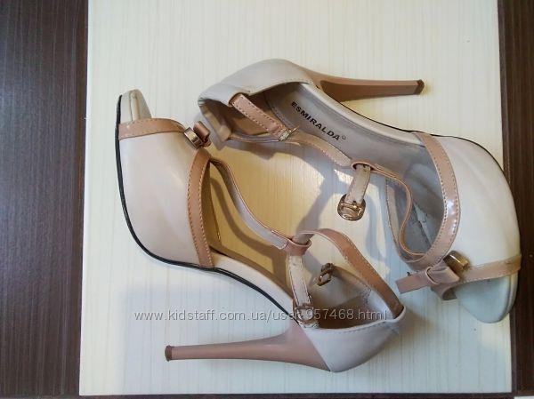 Нарядные босоножки на высоком каблуке Esmeralda