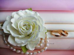 Бутоньерки на руку подружкам невесты