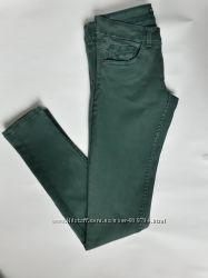 Джинсы зелёного цвета