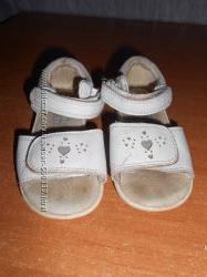много обуви для девочки