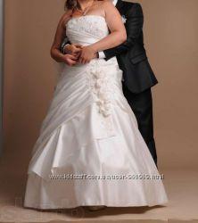 Шикарное свадебное платье в отличном состоянии разм. 48-52 цвет Айвори
