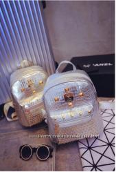 Рюкзак женский  с декор-заклепками черный золото серебро.