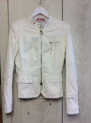 Белая куртка из кожзаменителя итальянского  бренда Pin up