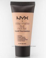 Матирующий тональный крем NYX stay matte but not flat