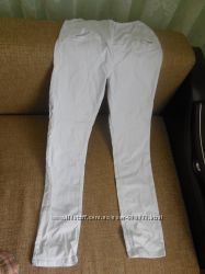 Білі стречеві штани з прямою штанкою
