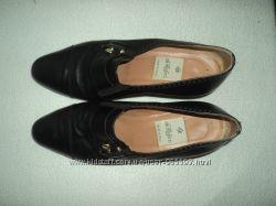 туфлі чорні італійські шкіряні довжина стєльки 24, 5 см на худеньку ніжку