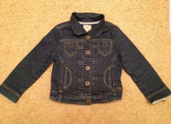 Продам  джинсовую курточку фирмы Mayoral