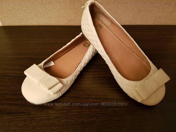 Продам кожаные бежевые туфли фирмы Garvalin  для девочки
