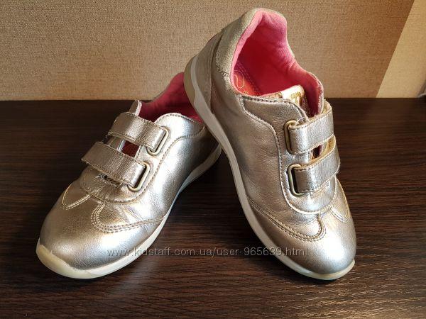 Продам кроссовки кожанные фирмы Mayoral