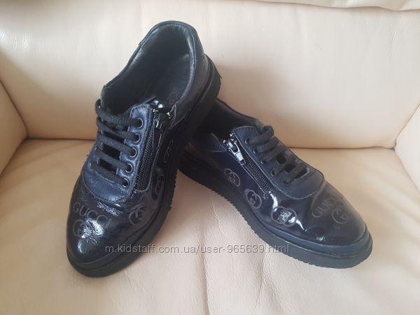 Продам кожаные кроссовки-туфли фирмы K. Pafi