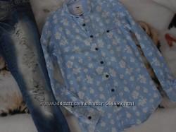 Джинсовая рубашка в принт цветы