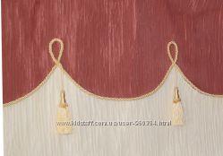 Ламбрекен декорированный шнуром и кистями