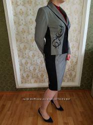 Женский деловой костюм в идеальном состоянии