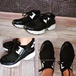Дуже стильні кросівки.