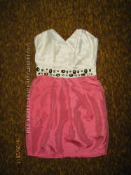 Бежево-персиковое платье коктейльное Lipsy