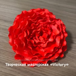 Цветы из ткани. Роза из атласа, резинка для волос. Chrisanne Dsi