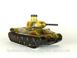 Танк - подарочная бутылка в виде танка в комплекте с рюмками