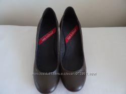 Новые коричневые туфли 39р Less Lolitas Италия