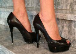 Очень красивые туфли на каблуке р 36. 5 - 37 Италия