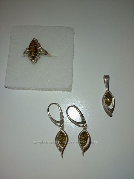Комплект украшений серебро янтарь.