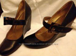 Продам кожаные женские туфли р, 38 бу