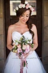 Цветы для свадебной и торжественной прически Бутоньерки , кулоны, браслеты