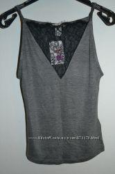 Новая майка с гипюровой вставкой серого цвета , H&M , размер XS .