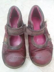 Продам кожаные туфли, туфельки на девочку Clarks 7, 5 25 размер