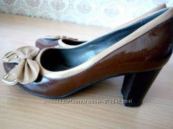Туфли лакированные шоколадного цвета